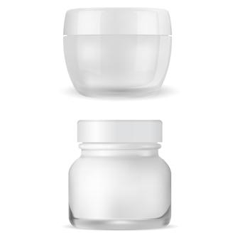 Sahneglas-modell. klare kosmetikverpackung, gesichtscremebehälter. 3d-vektor-dose, glänzende glasverpackung für hauterröten-pflegegel, frau make-up-produkt realistische vorlage leer