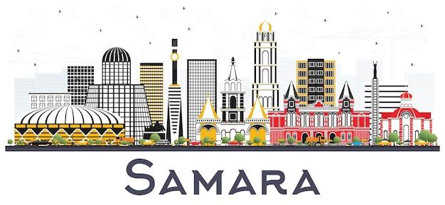 Samara russland city skyline mit farbe gebäude, isolated on white. vektor-illustration. geschäftsreise- und tourismuskonzept mit moderner architektur. samara-stadtbild mit sehenswürdigkeiten.