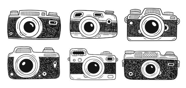 Sammlung fotokameras lokalisiert auf weißem hintergrund. handgezeichnete kritzeleien. vektor-illustration.