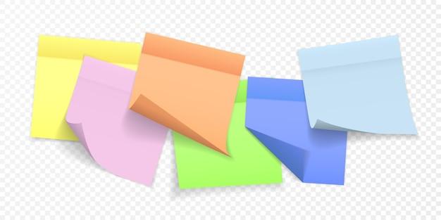 Sammlung verschiedenfarbiger briefpapierbögen mit gekräuselten ecken und schatten, bereit für ihre nachricht.