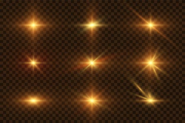Sammlung von blitzen, lichtern und funken. optische flackern. abstrakte goldene lichter auf einem transparenten hintergrund isoliert. gold blitzt und blendet. vektor-illustration. eps 10