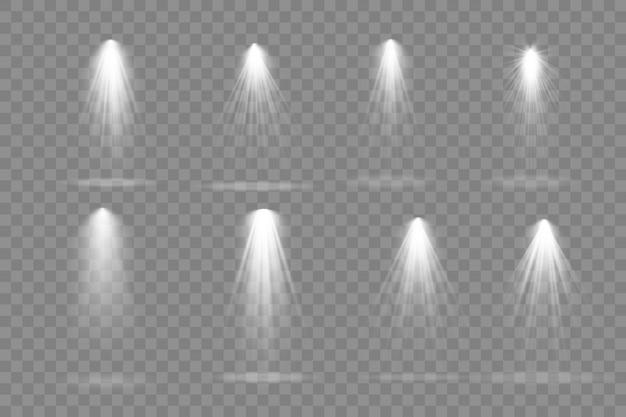 Sammlung von bühnenbeleuchtungsscheinwerfern, szene, bühnenbeleuchtung große sammlung, projektorlichteffekte, hellweiße beleuchtung mit scheinwerfern, scheinwerfer isoliert auf transparentem hintergrund ,.