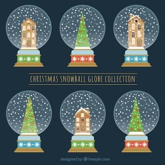 Sammlung von schneekugeln mit häusern und weihnachtsbäume