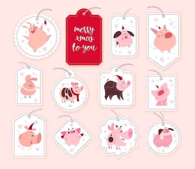 Sammlung von weihnachtsgeschenkanhänger mit niedlichen schweinecharakteren in der weihnachtsmütze.
