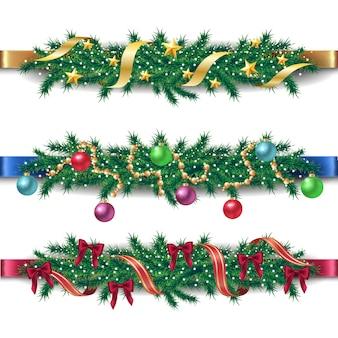Sammlung weihnachtsgrenzen mit tannenzweigen, unterschiedlichem zubehör, bändern, glänzenden bällen und sternen. isoliert .