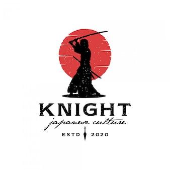 Samurai-silhouette mit rotem mondlogo