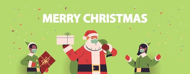 Santa claus mit afroamerikaner-elfen in masken, die geschenke halten frohes neues jahr frohe weihnachtsfeiertage feiern konzeptporträt horizontale vektorillustration
