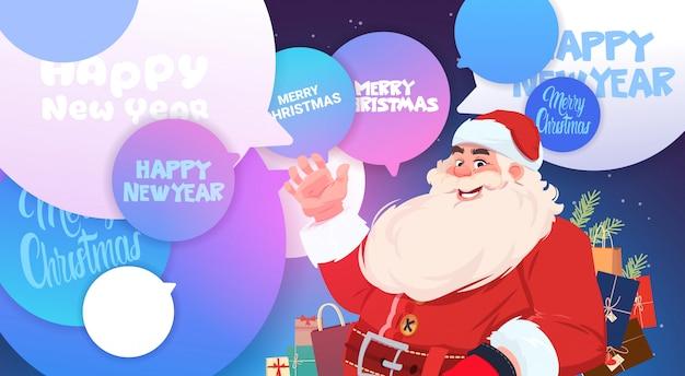 Santa claus über chat sprudelt mit frohen weihnachten und guten rutsch ins neue jahr-mitteilungs-feiertags-plakat