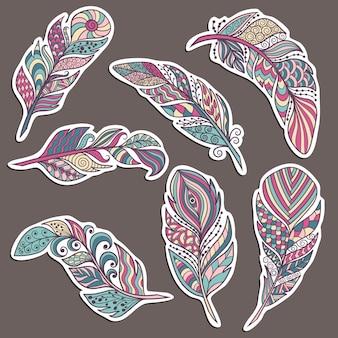 Satz aufkleber mit abstrakten schönen federn im ethnischen zenart-stil