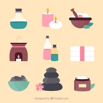 Satz badekurortmittelelemente mit kerzen und aromatischen ölen