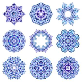 Satz blaue farbverlaufsmandalas. dekorative runde ornamente.