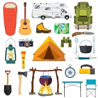 Satz campingausrüstung auf weiß.