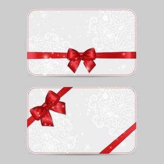 Satz dekorative kartenvorlagen mit glänzendem rotem satinband des feiertags