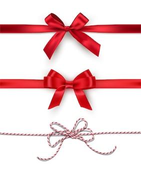 Satz dekorative rote schleifen mit horizontalen bändern lokalisiert auf weißem hintergrund.