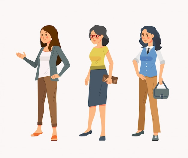 Satz der isometrischen illustration der jungen frauen in der zufälligen bürokleidung