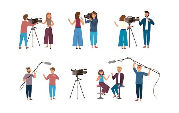 Satz des frauen- und mannreporters mit kameramännern und der kamerafrau mit kamerarecorder