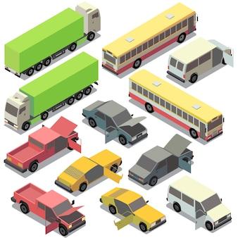 Satz des isometrischen städtischen transportes. autos mit offenen türen, haube lokalisiert auf weißem hintergrund