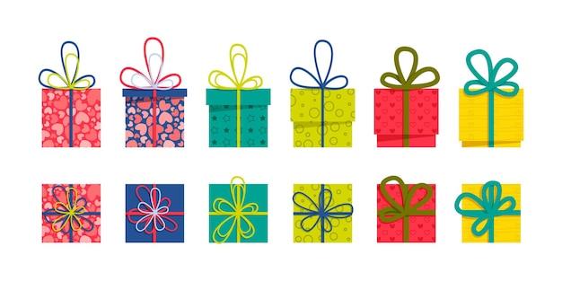 Satz einer flachen bunten geschenkboxen der vorder- und draufsicht mit bändern und bögen auf einem weißen hintergrund. einfach zu bedienen und ein ein-klick-recolor-vektordesign.