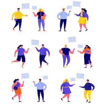 Satz flache leute, die miteinander mit spracheballoncharakteren sprechen