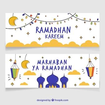 Satz gezeichnete art ramadan-fahnen in der hand