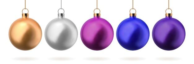 Satz glasweihnachtskugeln in den farben gold, silber, blau, rosa und lila