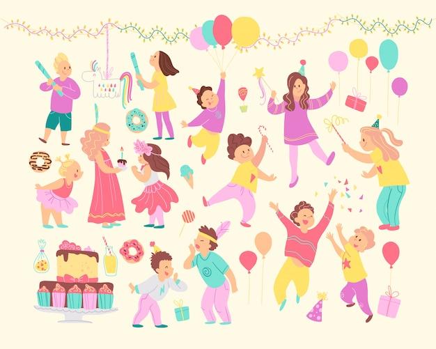 Satz glückliche kinder, die geburtstagsfeier und verschiedene dekorelemente feiern - girlanden, bd kuchen, süßigkeiten, luftballons, geschenke isoliert. flacher cartoon-stil.