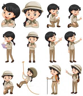 Satz glückliches mädchen im safari-outfit, das verschiedene dinge tut