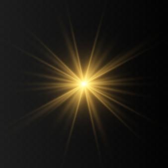 Satz goldene leuchtende lichteffekte lokalisiert auf transparentem hintergrund. sonnenblitz mit strahlen und suchscheinwerfer. der glow-effekt. der stern brach in brillanz aus.