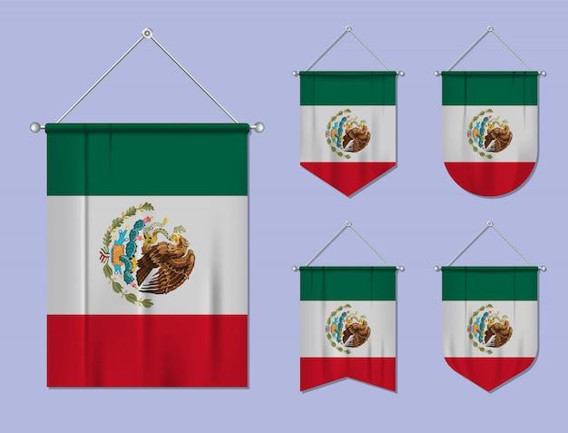 Satz hängende flaggen mexiko mit textilbeschaffenheit. diversitätsformen des nationalflaggenlandes. vertikaler schablonenwimpel