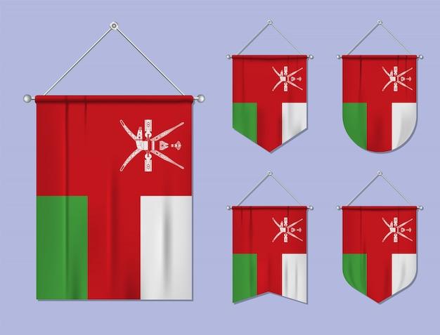 Satz hängende flaggen oman mit textilbeschaffenheit. diversitätsformen des nationalflaggenlandes. vertikaler schablonenwimpel.