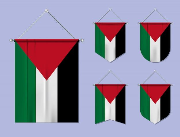 Satz hängende flaggen palästina mit textilbeschaffenheit. diversitätsformen des nationalflaggenlandes. vertikaler schablonenwimpel.