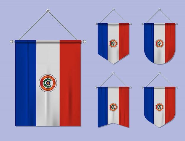 Satz hängende flaggen paraguay mit textilbeschaffenheit. diversitätsformen des nationalflaggenlandes. vertikaler schablonenwimpel.
