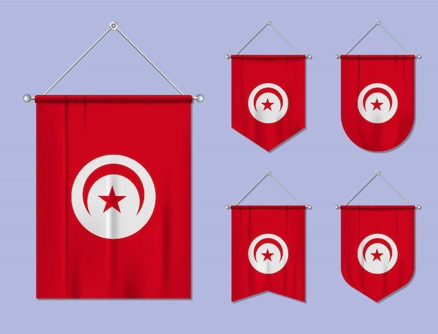 Satz hängende flaggen tunesien mit textilbeschaffenheit. diversitätsformen des nationalflaggenlandes. vertikaler schablonenwimpel.