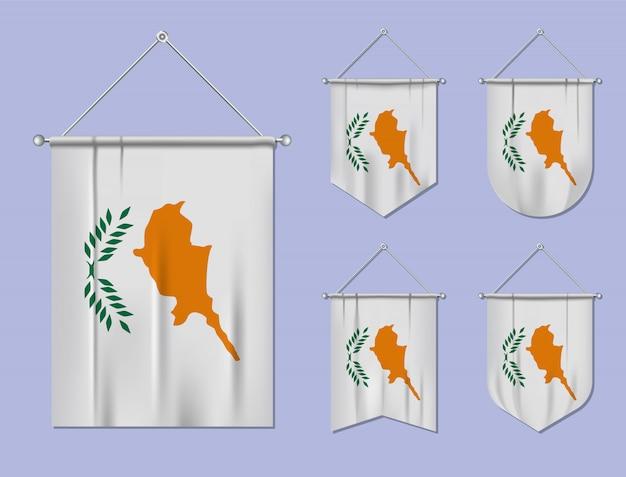 Satz hängende flaggen zypern mit textilbeschaffenheit. diversitätsformen des nationalflaggenlandes. vertikaler schablonenwimpel