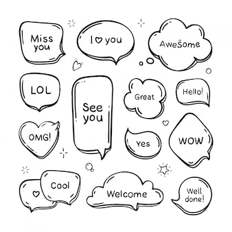 Satz handgezeichneter denk- und sprechblasen mit nachrichten, grüßen und dialogen. gekritzelstil. isoliert