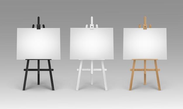 Satz hölzerne braune schwarze weiße sienna-staffeleien mit leeren leeren horizontalen leinwänden des modells