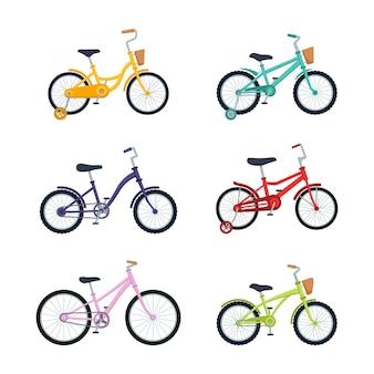 Satz kinderfahrräder auf weißem hintergrund. kinderfahrräder, vektorillustration