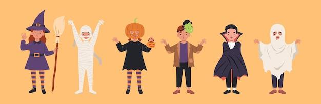 Satz kinderfiguren für halloween. kostüme hexen, mama, kürbis, frankensteins monster, dracula, geist. illustration in einem flachen stil