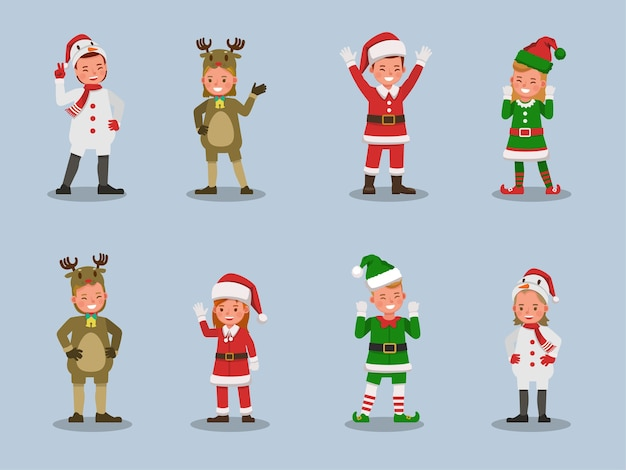 Satz kinderjungen und -mädchen, die weihnachtskostümcharakter tragen