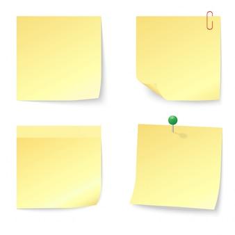 Satz leere gelbe haftnotizen mit druckstift und büroklammer