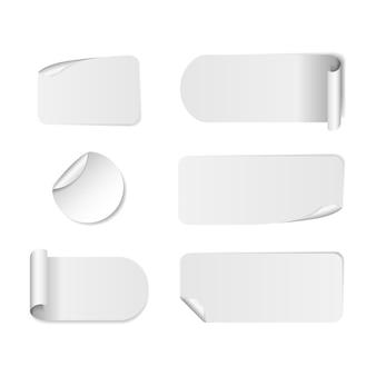 Satz leere weiße papieraufkleber. runde, quadratische und rechteckige aufkleber.