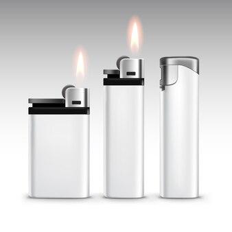Satz leere weiße plastik-metallfeuerzeuge mit flammen-nahaufnahme lokalisiert auf weiß
