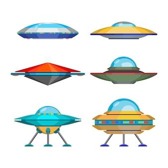 Satz lustige aliens-raumschiffe der karikatur