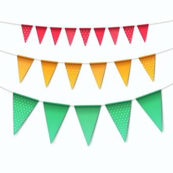 Satz mehrfarbige ammern girlandenflaggen auf weißem hintergrund