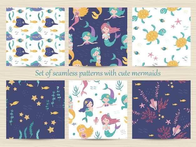 Satz nahtlose muster mit meerjungfrauen, schildkröten, seesternen, seetang und koralle.