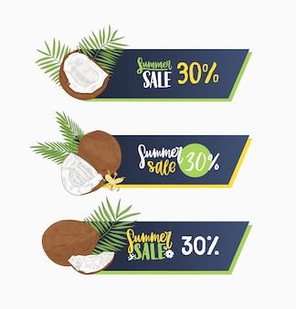 Satz netzfahnen verziert durch exotische kokosnuss, palmenzweige und blühende blumen lokalisiert auf weißem hintergrund. hand gezeichnete illustration für sommerverkauf oder rabattwerbung, werbung.