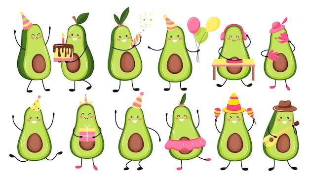 Satz niedliche avocadofrucht, die einen feiertag, geburtstag feiert. niedliche kawaii avocadofrucht. flacher cartoon
