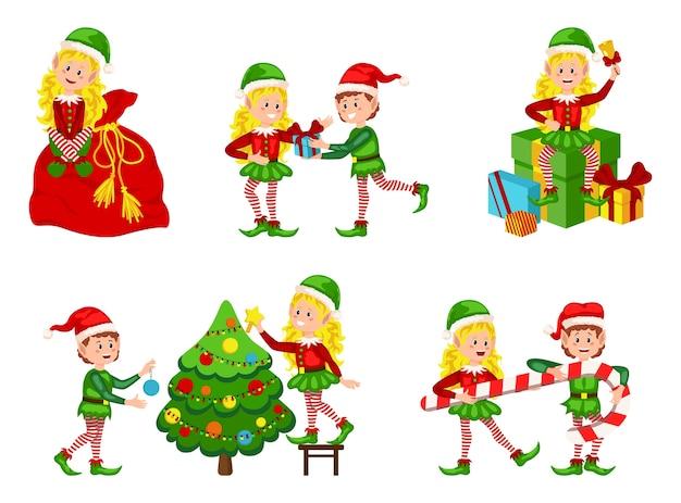 Satz niedliche verspielte weihnachtselfen. sammlung von niedlichen weihnachtsmannhelfern. bündel der helfer des kleinen weihnachtsmanns, die weihnachtsgeschenke und -dekorationen halten.