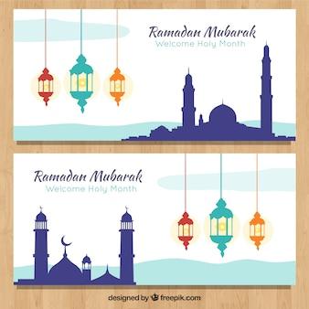 Satz ramadan-fahnen mit moscheenschattenbildern