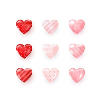 Satz rote und rosa dekorative herzen mit schatten verzierten punkten und streifen.